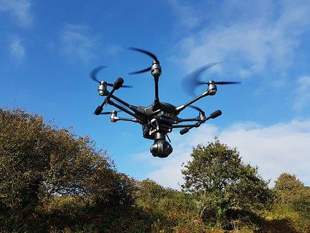 Luftfahrthaftpflicht Versicherungssumme Drohne Rotoren scharf blau