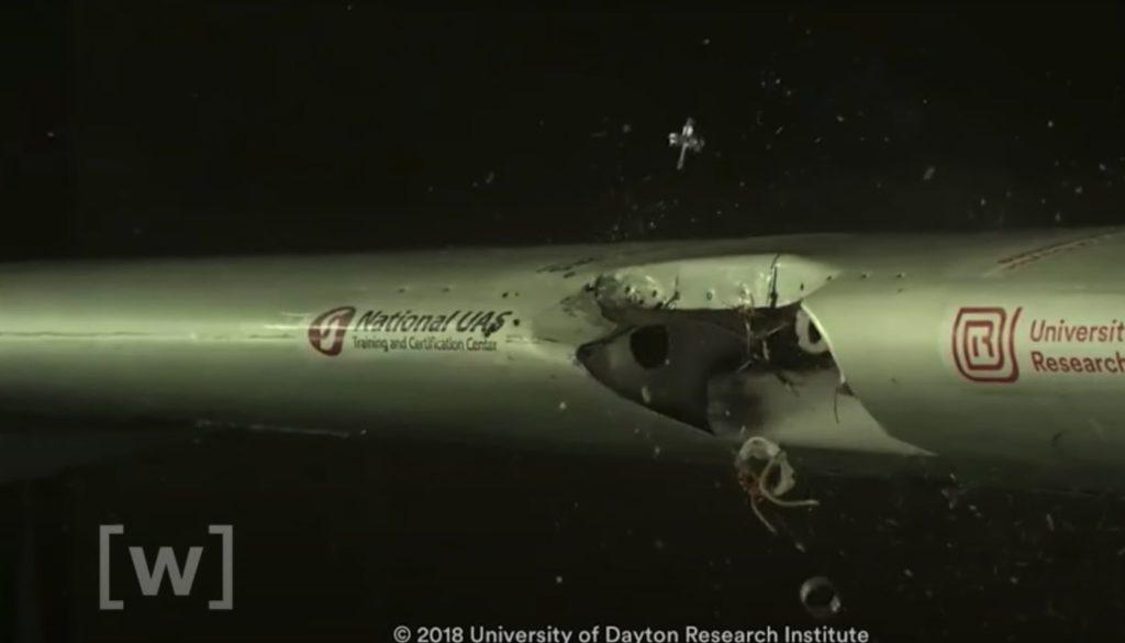 Drohnen Absturz Flugzeug Tragfläche